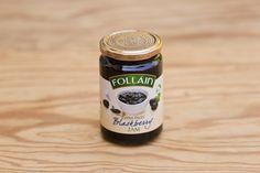 Brombeermarmelade von Follain; Follain ist einer der bekanntesten und beliebtesten Produzenten und stellt seine Marmeladen aus 100% natürlichen Zutaten nach alten irischen Rezepten her, ohne Geschmacks- Farb- und Konservierungsstoffe. Die Marmeladen werden für maximale Frische in hochwertigen Gläsern vakuumverpackt. Die Firma ist im Zentrum des landwirtschaftlich geprägten West Cork ansässig, die Qualität ist die von hausgemachten Produkten.