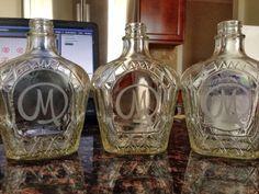 Decorated Liquor Bottles, Liquor Bottle Crafts, Diy Bottle, Bottle Art, Bottle Lamps, Bottle Lights, Plastic Bottle, Recycled Glass Bottles, Painted Wine Bottles