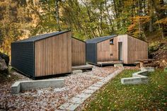 MINI FOR-4 BLED EKO KONCEPT D.O.O. / 2015 - www.openhouseslovenia.org Camping Bled on the shore of Lake Bled wanted to enhance its offer with glamping suites. The authors were inspired by the typical gable roof and the local climatic conditions. Each low energy camping unit consists of two mirroring volumes with wooden construction, larch wood facade and dark Tegola shingles. With their low energy cooling and heating, the units offer accommodation all year round.