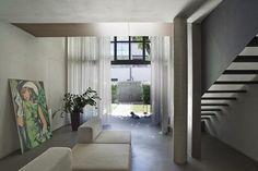 Il progetto, firmato Victor Vasilev, si trova a Milano in via Villapizzone. Si tratta di un'ex-azienda manifatturiera trasformata in un complesso residenziale all'inizio del nuovo secolo. Il corpo del fabbricato industriale è stato suddiviso in lotti… Wall, design Piero Lissoni