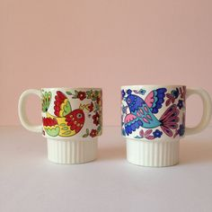 Sip your coffee in vintage style with cute retro mugs.