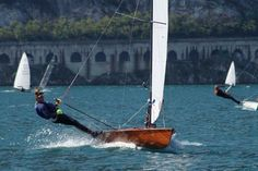 International Contender Class Sailing Dinghy on Lake Garda http://contenderclass.org/the-contender/howtosail