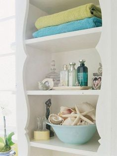 You don't need to spend a fortune to add a bit of coastal style to your bathroom design! Sometimes keeping it simple is all you need. This photo from Better Homes & Gardens features a nice bathroom shelf decorated wi