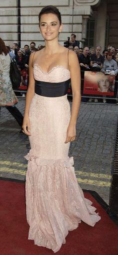 WHAT: Carolina Herrera - WHERE: London premiere of Volver, 2006