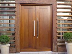 portas de madeira 3 Double Door Design, Main Door Design, Wooden Door Design, Wooden Double Doors, Wood Front Doors, Wooden Doors, Modern Entrance Door, Entrance Doors, Main Entrance