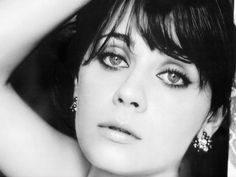 Zooey Deschanel (born January 17, 1980) good day- exact same day/year as me lol