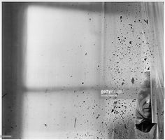 """hauntedbystorytelling: """" Arnold Newman :: Painter and sculptor Willem de Kooning, New York, Gelatin silver print. / src: MutualArt more [+] by this photographer """" Willem De Kooning, History Of Photography, Fine Art Photography, Negative Space Photography, Framing Photography, Photography Portraits, Photography Gallery, Abstract Photography, Creative Photography"""