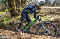 A banger from the weekend by @sarahbarrettphotography it's so good to be back racing! @leisurelakesbikes @specialized_uk #downhill #racing #mtb #specialized #demo #demolition #ohlins #cominginhot ✊