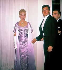 Tony Curtis and Janet Leigh at the Oscars - April 17, 1961 - they presented Best Documentary film that night