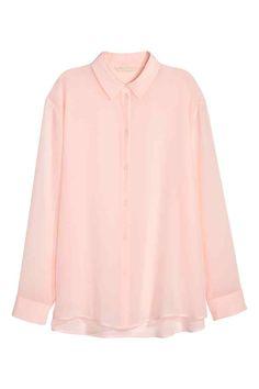 Hodvábna košeľa: PREMIUM QUALITY. Široká košeľa zo vzdušného hodvábu sklasickým golierom adlhými rukávmi.