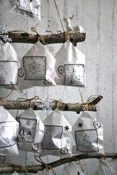 Přeji krásný předvánoční čas.   U nás se pomalinku rozjíždí přípravy na Vánoce.      Letošní adventní kalendář je tak trošku nízko...