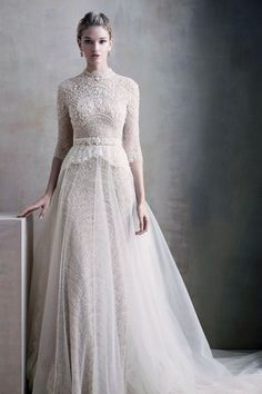 Take a look at the best Winter Wedding dresses 2017 in the photos below and get ideas for your wedding! The 5 winter wedding color schemes that are going to be all over the 2016 to 2017 winter wedding season! Modest Wedding, Trendy Wedding, Wedding Gowns, Dream Wedding, Wedding Simple, Boho Wedding, Bella Wedding, Celebrity Wedding Dresses, Wedding Hijab