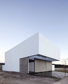 A house to see the sky by Abraham Cota Paredes Arquitectos. More on ignant.de... #architecture #minimal #mexico