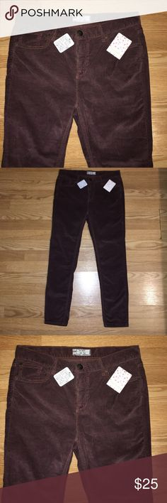 Free People pants Size 29 length: 26 rise: 9' Brand New with tags, Hazelnut color corduroy 98% cotton, 2% spandex Free People Pants Ankle & Cropped