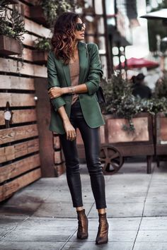 Leather Pants for Fall: 6 Ways to Wear in 2019 - Herren- und Damenmode - Kleidung Mode Outfits, New Outfits, Fall Outfits, Casual Outfits, Fashion Outfits, Green Blazer Outfits, Fashion Ideas, Summer Outfits, Blazer Fashion
