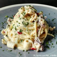 Spaghetti alla carbonara e calamari Calamari Pasta, Calamari Recipes, Squid Recipes, Rice Recipes, Seafood Recipes, Vegan Recipes, Cooking Recipes, Cooking Ideas, Squid Dishes