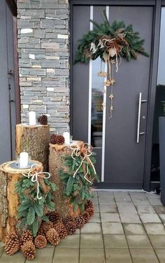 120 beautiful christmas porch decorating ideas - page 3 > Homemytri.Com Noel Christmas, Simple Christmas, Winter Christmas, Christmas Wreaths, Christmas Crafts, Beautiful Christmas, Christmas Ideas, Homemade Christmas, Christmas Inspiration