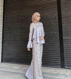 New Dress Hijab Bridesmaid Brukat Ideas S. New Dress Hijab Bridesmaid Brukat Ideas Source by Kebaya Modern Hijab, Kebaya Hijab, Kebaya Dress, Dress Pesta, Hijab Gown, Hijab Evening Dress, Hijab Dress Party, Hijab Wedding Dresses, Dress Brukat