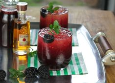 Blackberry Mint Julep Cocktail -Twist on the Classic Kentucky Derby Cocktail! Cocktails, Cocktail Drinks, Cocktail Recipes, Cachaca Drinks, Drink Recipes, Alcohol Recipes, Dessert Drinks, Fun Drinks, Alcoholic Drinks