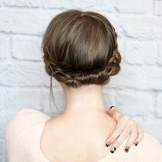 Gorgeous Examples Of Short Hair Updos And Buns For 2018 Short Hair Updo, Short Hair Styles Easy, Braids For Short Hair, Lob Hairstyle, Pretty Hairstyles, Short Hair Cuts, Braided Hairstyles, Wedding Hairstyles, Natural Hair Styles