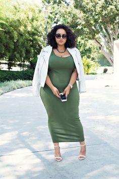 Looks plus size: Vestido longo com jaqueta de couro