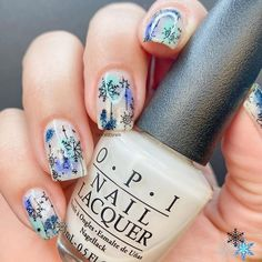 """Wis en Instagram: """"Happy Sunday everyone!👋🏻 These are my #snowflakes nails for the #nailartpromotechallenge for this month #snowflakenails . Yay or 👎🏻?…"""" Snowflake Nails, Snowflakes, Happy Sunday Everyone, Xmas Nails, Nail Polish, Nail Art, Instagram, Enamels, Ongles"""