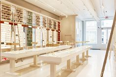 Warby Parker Opens Retail Store in NYC (eyewear) Furniture Stores Nyc, Online Furniture, Design Furniture, Cheap Furniture, Luxury Furniture, Furniture Makeover, Visual Merchandising, Warby Parker Store, Interior Architecture