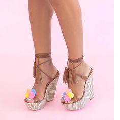 Sandalele de dama Mineli Tikicu platformă, talpă îmbrăcată în material și ciucuri veseli și colorați, sunt ideale pentru zilele toride de vară. Inaltime toc: 15 cm Boutique, Espadrilles, Wedges, Shoes, Fashion, Sandals, Espadrilles Outfit, Moda, Zapatos