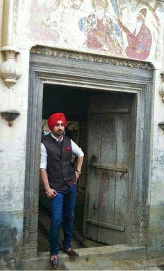 Diljit Dosanjh Boy Fashion, Indian Fashion, Mens Fashion, Punjabi Boys, New York Movie, People Of The World, Actor Model, Wedding Men, Beautiful People