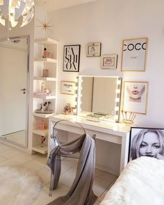 32 DIY Makeup Room Ideas With Design Inspiration Organizer amp; Picture Girls makeup room style The post 32 DIY Makeup Room Ideas With Design Inspiration Organizer amp; Picture appeared first on Slaapkamer ideen. Cute Room Decor, Small Room Decor, Room Decor Bedroom, Bedroom Ideas, Bed Room, Teen Bedroom Designs, Bedroom Curtains, Tv Decor, Bedroom Lighting