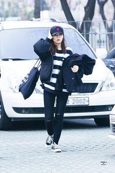 รูปภาพ kpop, red velvet, and seulgi Fashion Idol, Kpop Fashion, Fashion Pants, Fitness Fashion, Korean Fashion, Fashion Outfits, Airport Fashion, Velvet Fashion, Red Carpet Fashion