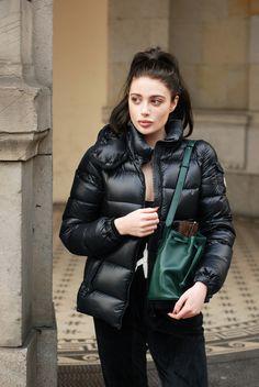 H / Laura Matuszczyk Fur Fashion, Daily Fashion, Winter Fashion, Womens Fashion, Moncler, Nylons, Down Suit, Black Down, Puffy Jacket