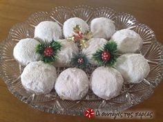 Κουραμπιέδες όνειρο! Greek Christmas, Christmas Sweets, Christmas Cooking, Christmas Wreaths, Christmas Ornaments, Christmas Recipes, Greek Sweets, Greek Desserts, Greek Recipes