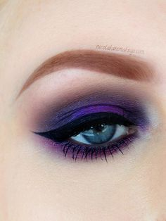 Love the center lid color. Nicola Kate Makeup