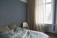 A beautiful living Grey Room, Scandinavian Interior Design, Bedroom Inspo, Studio Apartment, Windows And Doors, My Dream Home, Color Mixing, Furniture, Beautiful
