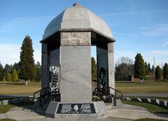 jimi hendrix memorial in Greenwood cemetery in washington