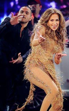 Jennifer Lopez Heats Up the AMAs, Wins Best Latin Artist