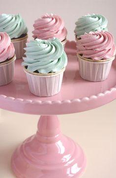 Parmi mes plus jolis cupcakes : ces cupcakes barbapapa avec de la purée de fraise et une crème au beurre meringue suisse barbapapa.