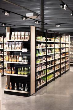 Design, retail store design, retail shop, wine and spirits store, superette Retail Store Design, Retail Shop, Vegetable Shop, Supermarket Shelves, Design Industrial, Beauty Supply Store, Shop House Plans, Shop Interiors, Shop Interior Design