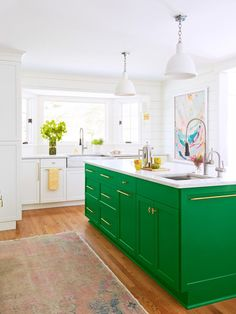 Their uninspiring kitchen (literally) didn't fit this family of four. So HGTV Magazine stepped in with a rejuvenating remodel. Kelly Green Kitchen, Green Kitchen Island, Green Kitchen Cabinets, New Kitchen, Kitchen Ideas, Colorful Kitchen Decor, Kitchen Colors, Bright Kitchens, Home Kitchens
