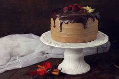 Tort cu ciocolata si portocala, un tort cu blat umed, crema delicioasa de ciocolata si o aroma subtila de portocala. Un deliciu pentru orice ocazie. Orice, Mousse, Plates, Cookies, Sweet, Desserts, Food, Licence Plates, Crack Crackers