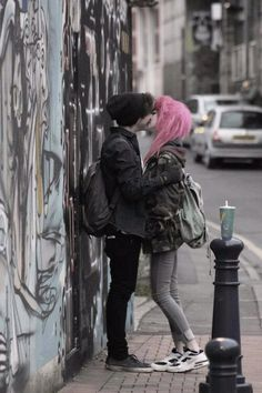 ((Open RP, be the girl with pink hair. Lesbian RP)) I push my girlfriend against the wall and kiss her. We had been dating for a couple of weeks and hadn't kissed once. Cute Emo Couples, Scene Couples, Teenage Couples, Emo Love, Grunge Goth, Grunge Hair, Grunge Couple, Couple Aesthetic, Emo Girls
