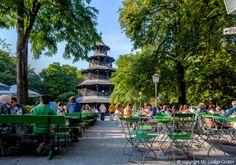 Biergarten am Chinesischen Turm:Der bekannte Biergarten ist mitten im Englischen Garten und bietet unter anderem einen Kinderspielplatz, Livemusik, 7000 Sitzplätze und Verschiedene Veranstaltungen (Christkindlmarkt / Kocherlball usw.).