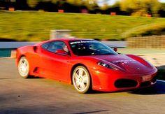 Haz realidad tu sueño de conducir un Ferrari con esta experiencia de 3 vueltas en circuitos de toda España, ¡incluso Montmeló!