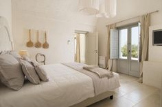 Featuring an outdoor pool, garden and terrace, Masseria San Francesco is located km from Savelletri di Fasano. Italy House, Puglia Italy, Outdoor Pool, Comforters, Blanket, Bedroom, Furniture, Home Decor, Salad
