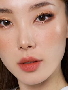 Asian Makeup Looks, Soft Makeup Looks, Korean Makeup Look, Simple Makeup, Makeup Inspo, Makeup Inspiration, Monolid Eyeliner, Coral Makeup, Asian Makeup Tutorials