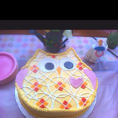 Owl cake - super cute!  Can you do this Amy????