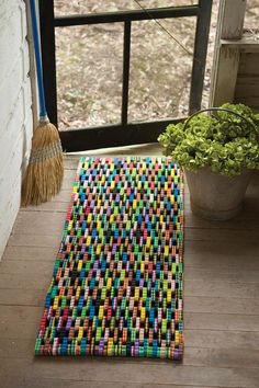 Upcycled Crafts, Recycled Art, Diy Crafts To Sell, Diy Crafts For Kids, Home Crafts, Diy Home Decor, Recycled Materials, Recycled Rugs, Large Door Mats