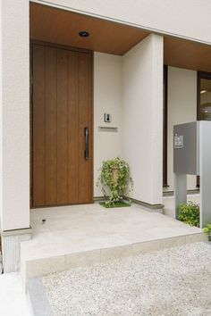 Main Entrance Door Design, Modern Entrance, Modern Door, House Entrance, Japanese Modern House, Japanese Home Design, Modern House Floor Plans, Modern Villa Design, Minimalist House Design