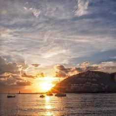 Andratx - nach dem Gewitter und vor dem Gewitter... #andratx #mallorca #mittelmeer #sailing #segeln #clouds #ig_europe #instagood #beach #feelgoodphoto #streetphotography #mediterraneo #life #port #puerto #sunset #ig_today #ig_europe #ig_worldclub #best_streetview www.porip.de